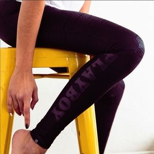 Onzie Playboy Textured Snakeskin Black Legging